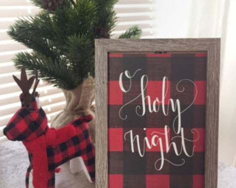 Cozy Plaid Decor Ideas For Christmas 19