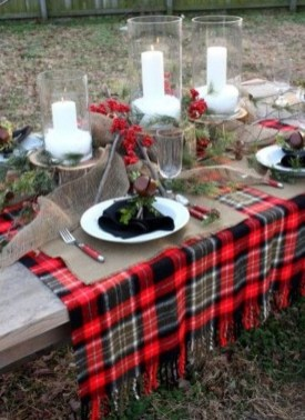 Cozy Plaid Decor Ideas For Christmas 20
