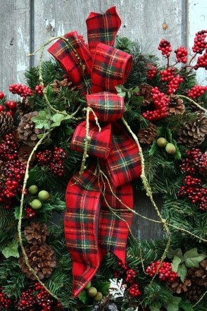 Cozy Plaid Decor Ideas For Christmas 29