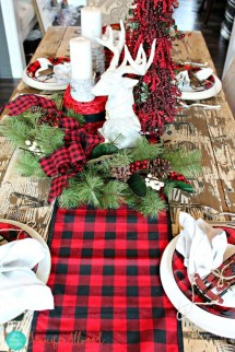 Cozy Plaid Decor Ideas For Christmas 36