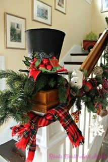 Cozy Plaid Decor Ideas For Christmas 40