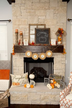 Inspiring Rustic Fall Mantel Decoration Ideas 17