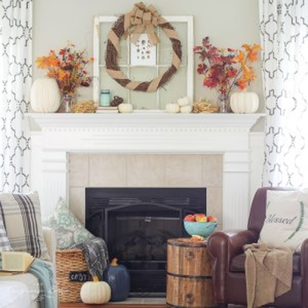 Inspiring Rustic Fall Mantel Decoration Ideas 19