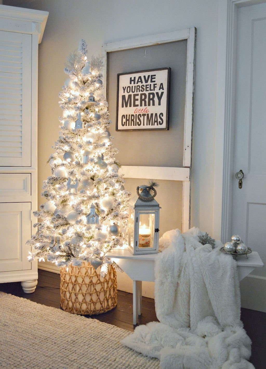 Inspiring Winter Entryway Decoration Ideas 06
