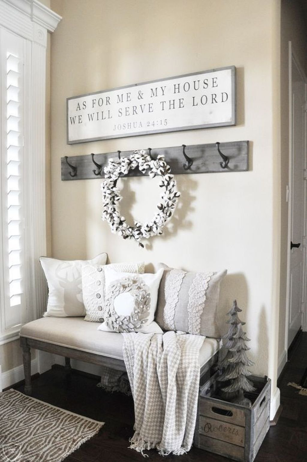 Inspiring Winter Entryway Decoration Ideas 16
