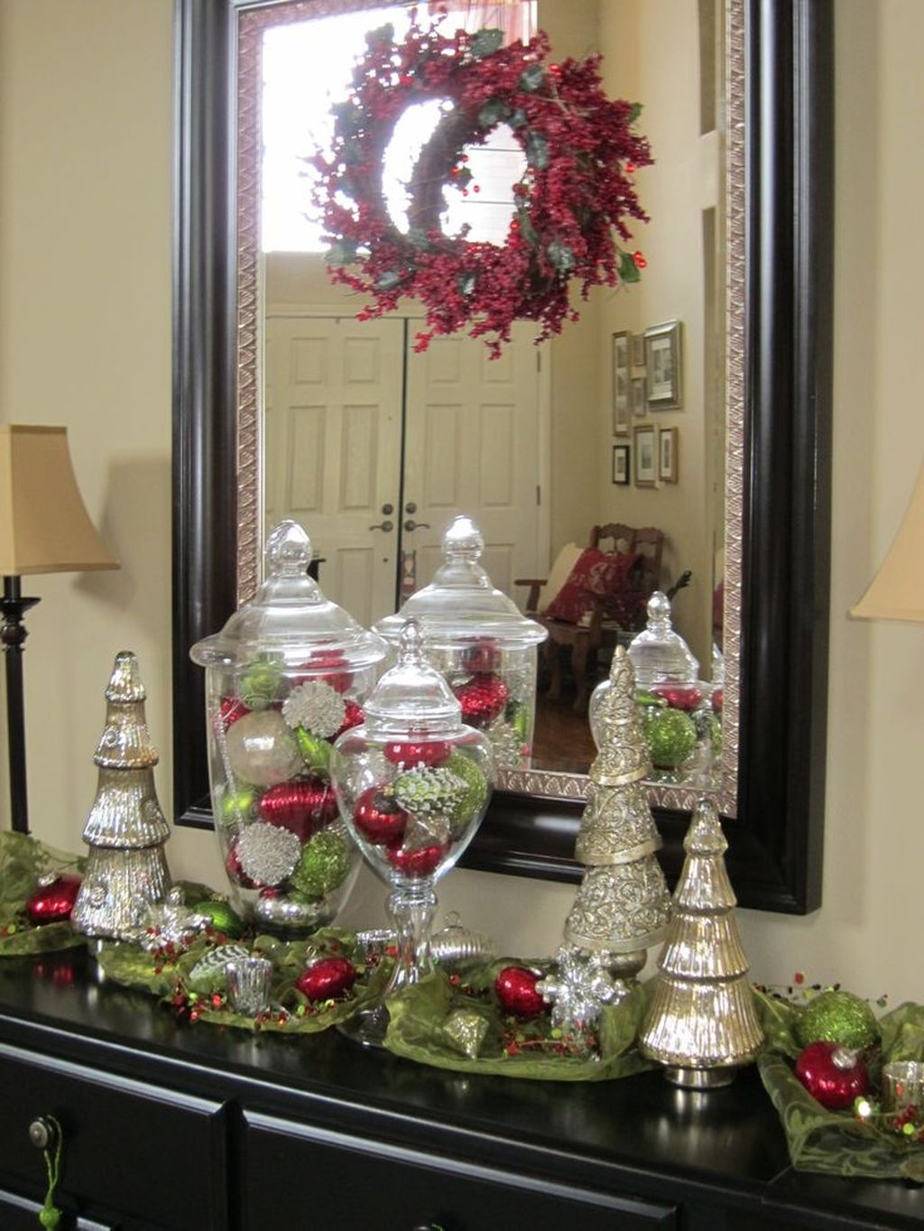 Inspiring Winter Entryway Decoration Ideas 27