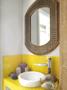 Lovely Sunny Yellow Bathroom Design Ideas 21