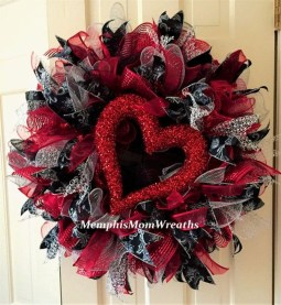 Cute Valentine Door Decoration Ideas You Should Try 30