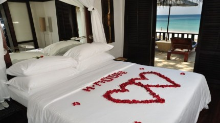 Romantic Bedroom Decorating Ideas For Valentines Day 18