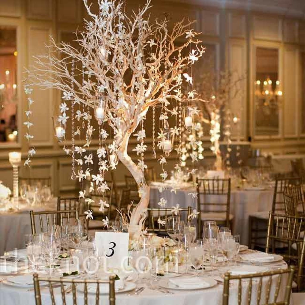 Stunning Gold Winter Decoration Ideas 31