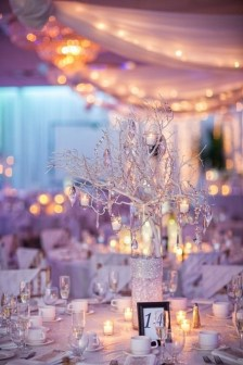Stylish Winter Centerpiece Decoration Ideas 03