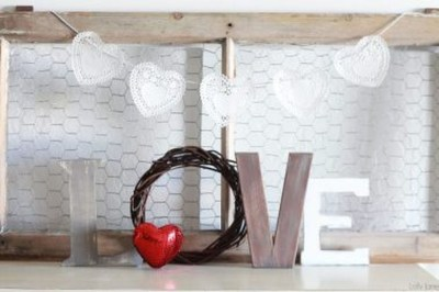 Totally Cool Valentine Mantel Decoration Ideas 12