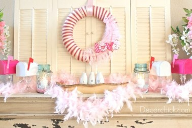 Totally Cool Valentine Mantel Decoration Ideas 27