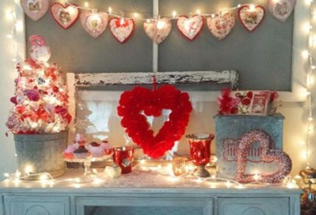 Totally Cool Valentine Mantel Decoration Ideas 39