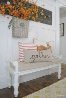 Adorable Farmhouse Entryway Decorating Ideas 34