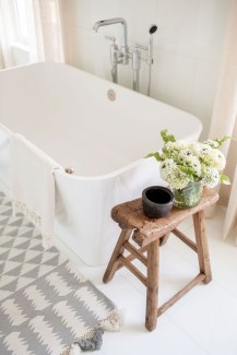 Adorable Modern Farmhouse Bathroom Remodel Ideas 11