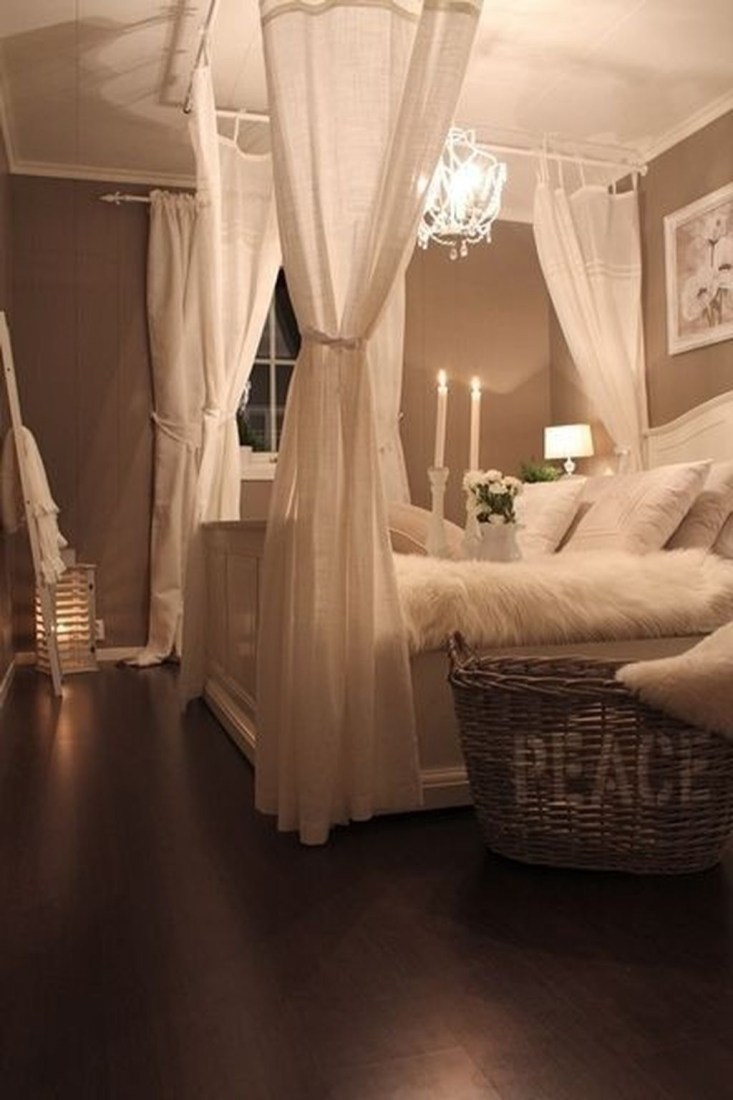 Cool Small Master Bedroom Decorating Ideas 32