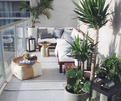 Cozy Apartment Balcony Decorating Ideas 18
