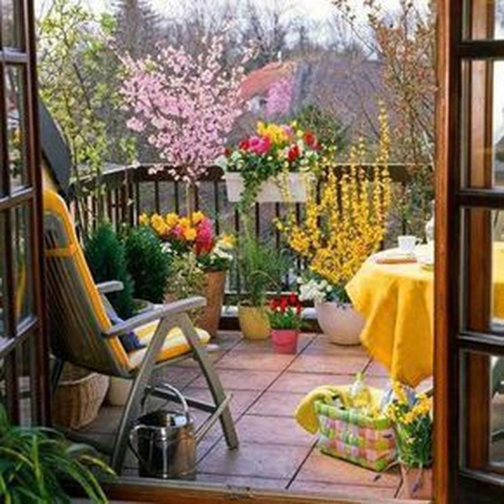 Cozy Apartment Balcony Decorating Ideas 19