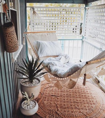 Cozy Apartment Balcony Decorating Ideas 25