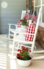Elegant Farmhouse Front Porch Decor Ideas 14