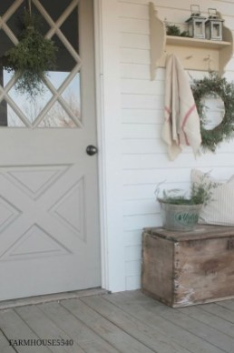 Elegant Farmhouse Front Porch Decor Ideas 18