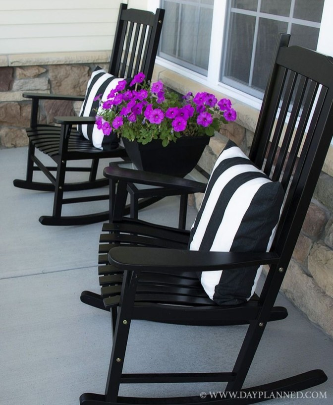 Elegant Farmhouse Front Porch Decor Ideas 38