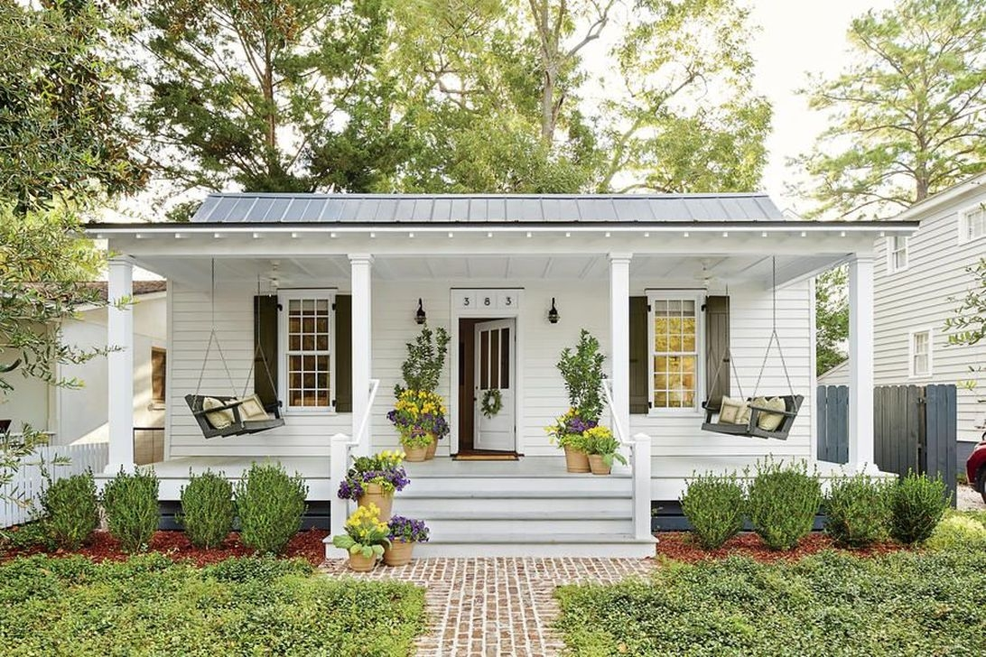 Elegant Farmhouse Front Porch Decor Ideas 41