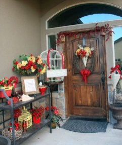 Festive Valentine Porch Decorating Ideas 24
