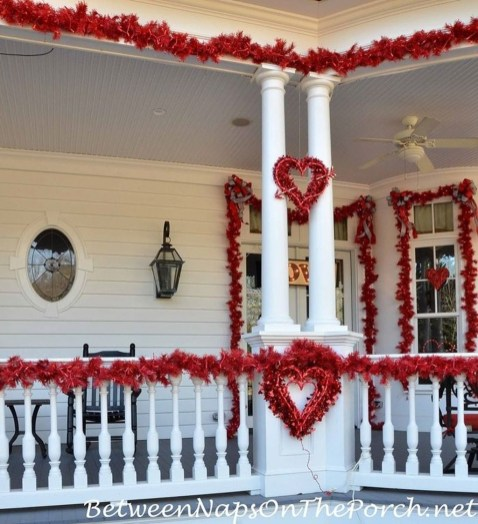 Festive Valentine Porch Decorating Ideas 28