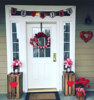 Festive Valentine Porch Decorating Ideas 31