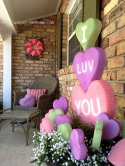 Festive Valentine Porch Decorating Ideas 34
