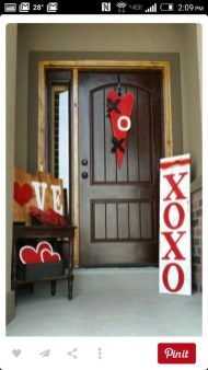 Festive Valentine Porch Decorating Ideas 37