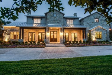 Modern Farmhouse Exterior Designs Ideas 56