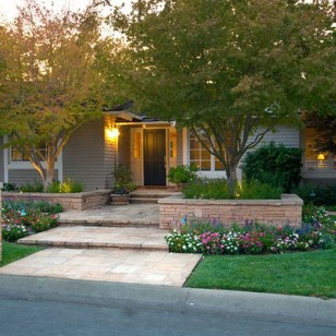 Gorgeous Front Yard Landscaping Remodel Ideas 18