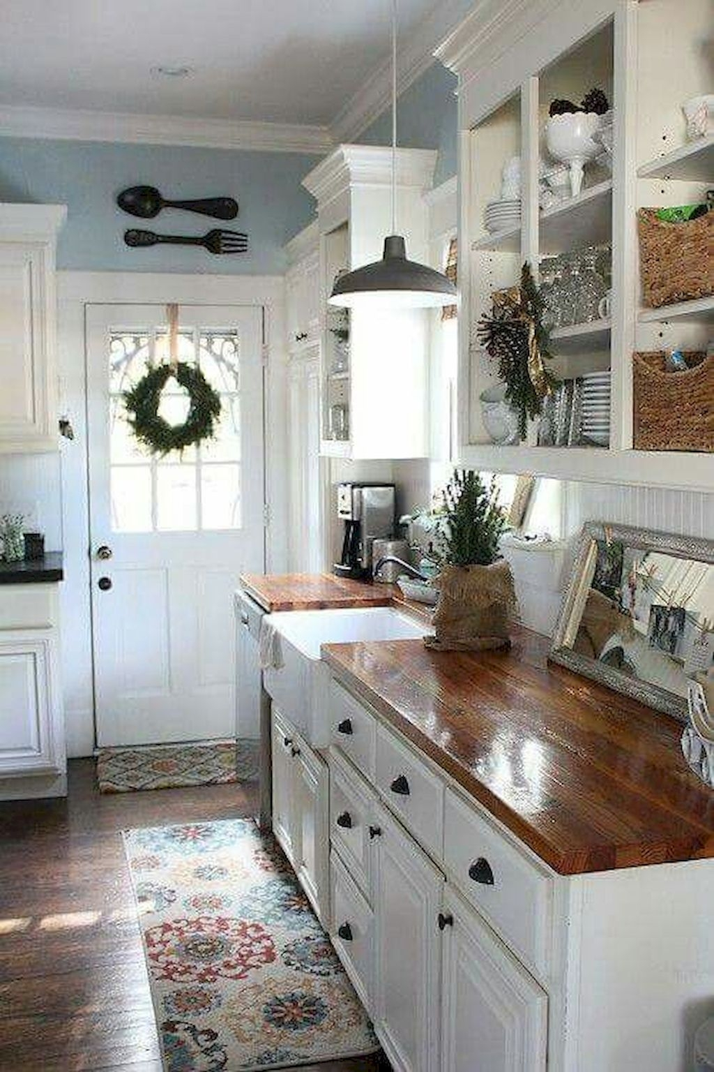 Gorgeous Rustic Farmhouse Kitchen Decoration Ideas 26