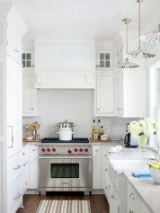 Simple Minimalist Small White Kitchen Design Ideas 15