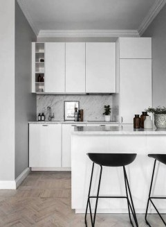 Simple Minimalist Small White Kitchen Design Ideas 27