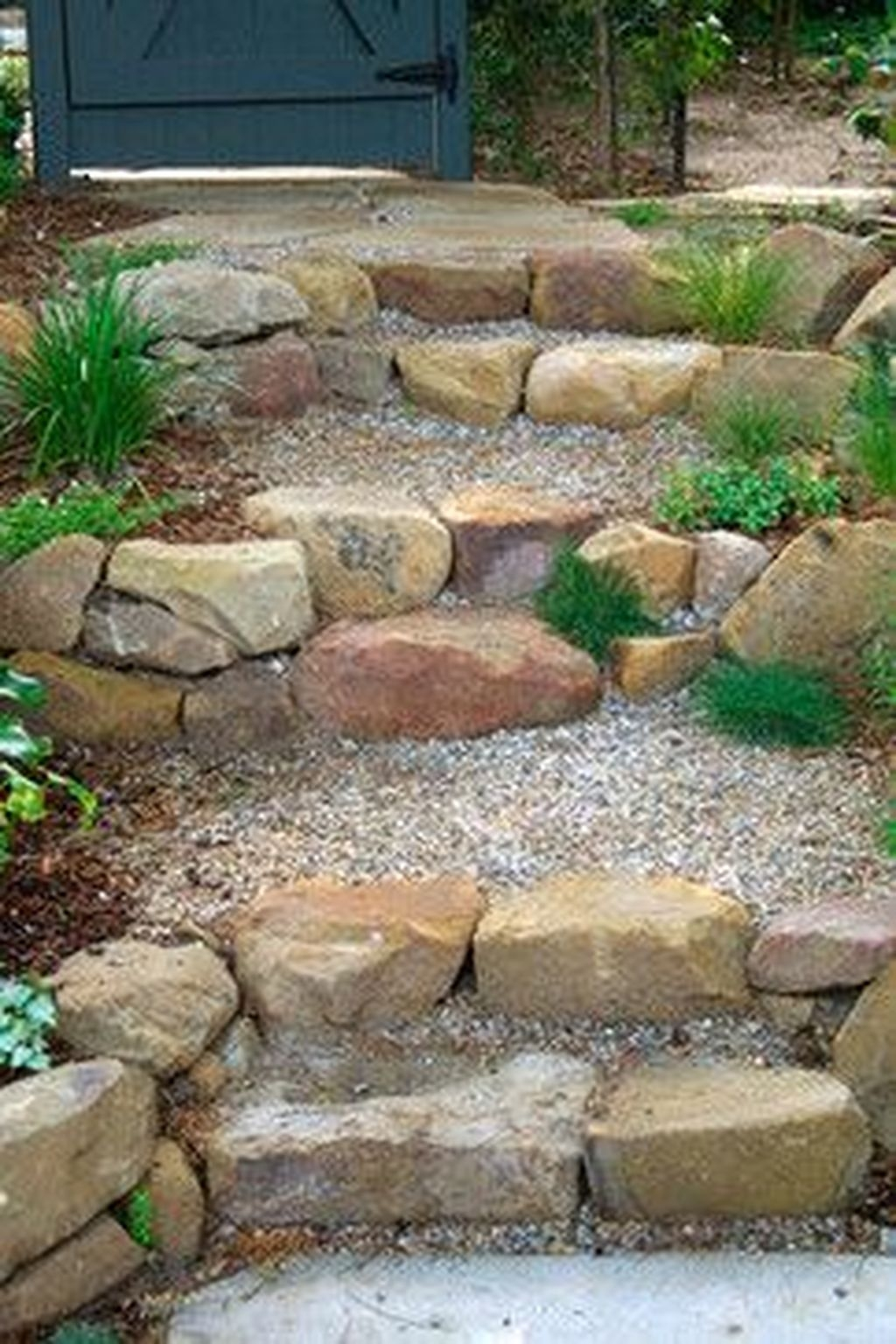 Stylish Stepping Stone Pathway Décor Ideas 36