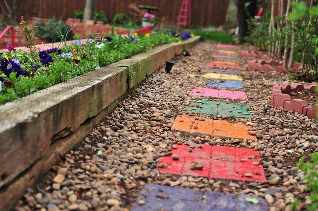 Stylish Stepping Stone Pathway Décor Ideas 46