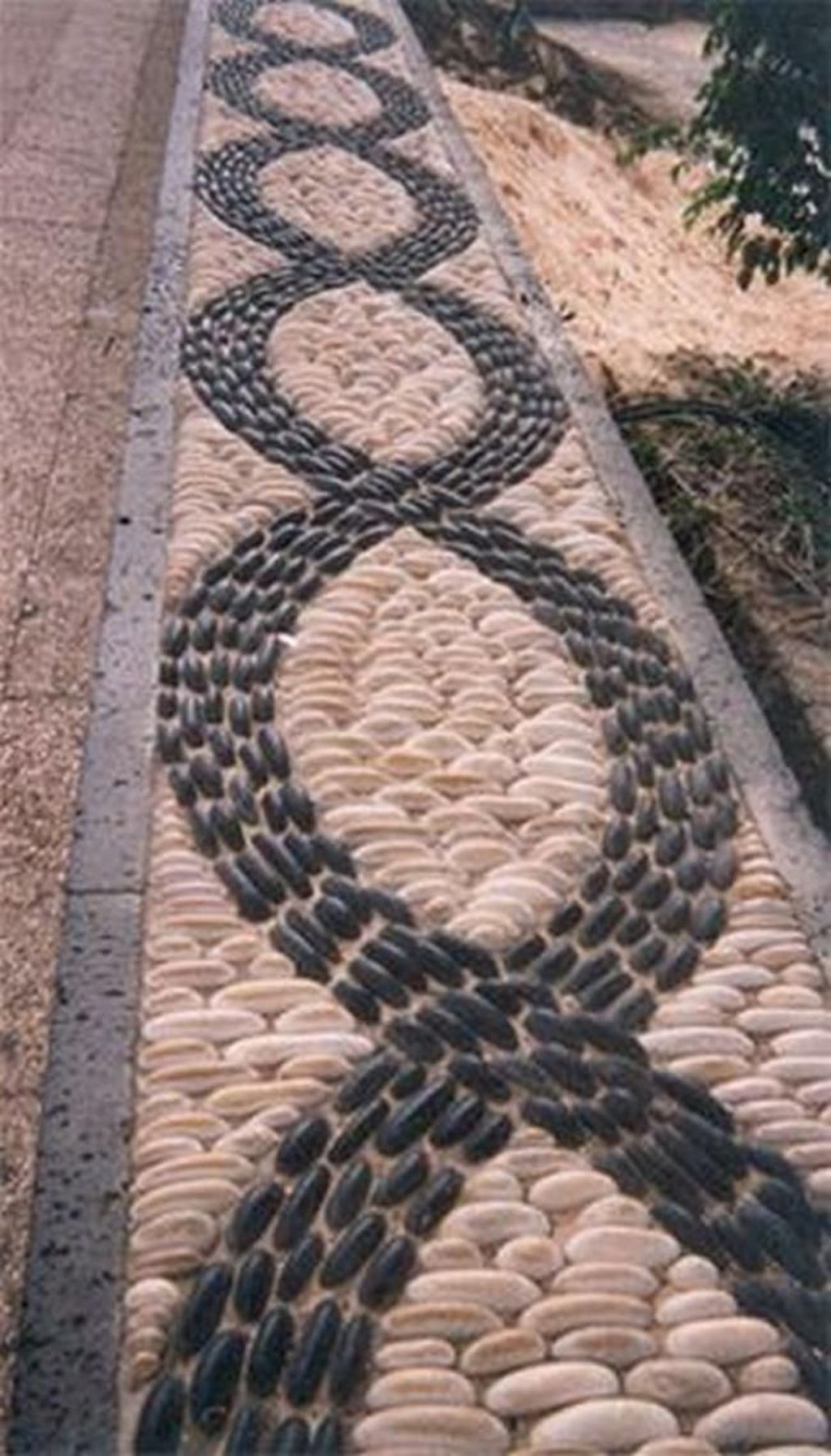 Stylish Stepping Stone Pathway Décor Ideas 48