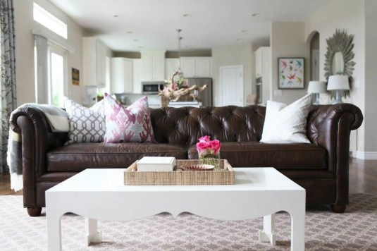 Beautiful Leather Couch Decorating Ideas For Living Room05