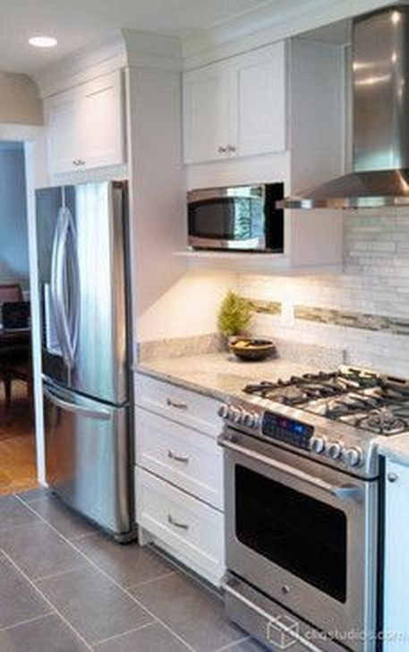 Gorgeous White Kitchen Cabinet Design Ideas 29