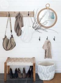 Stunning Farmhouse Entryway Decoration Ideas 23