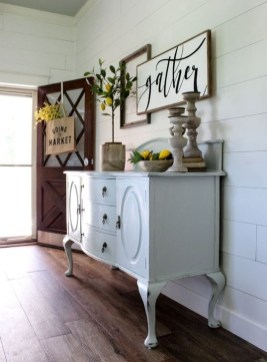 Stunning Farmhouse Entryway Decoration Ideas 25