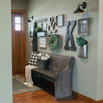 Stunning Farmhouse Entryway Decoration Ideas 27