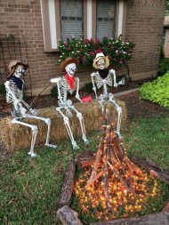 Cozy Vintage Halloween Decoration For Outdoor Ideas 33