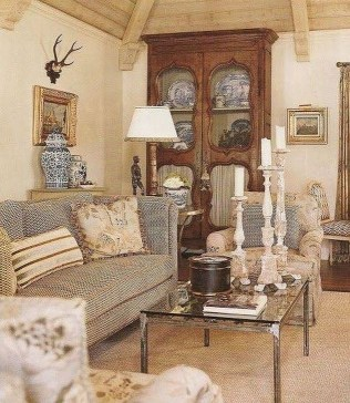 Popular French Country Living Room Decor Ideas 06