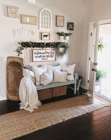 Creative Farmhouse Entryway Decorating Ideas01