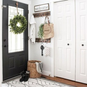 Creative Farmhouse Entryway Decorating Ideas05